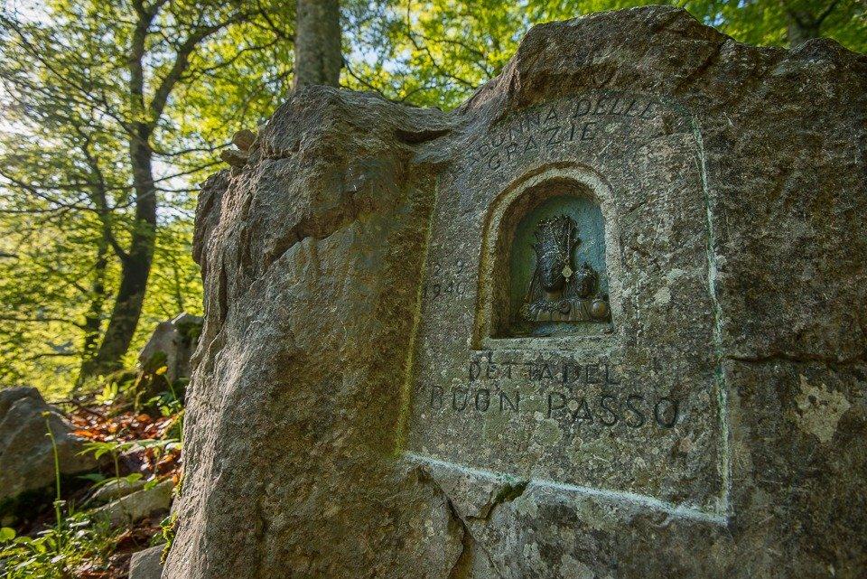 L'effige della Madonna del buon passo nel Vallone dell'Inferno